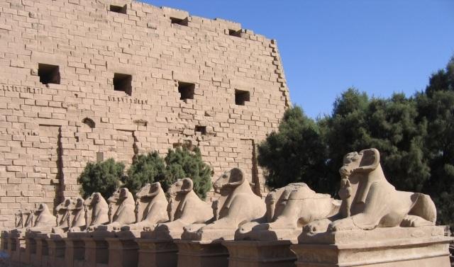 Karnak_sphinxes